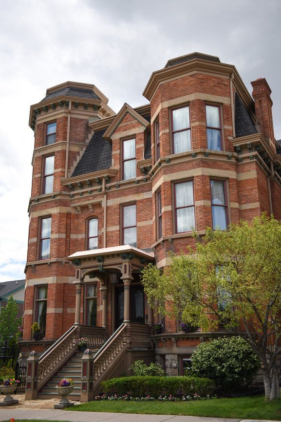 Detroit Mansion Reopens As 10 Room Inn After 2 4 Million Sale Detroit Houses Detroit History Detroit Michigan