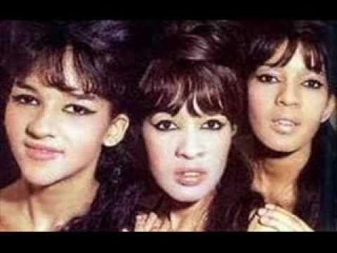 Ronettes Christmas.Pin By Barbara Rottier Robinson On Christmas Music The