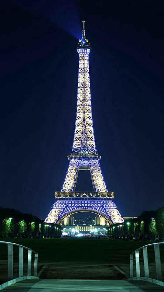 I love Paris it looks pretty flipping sweet