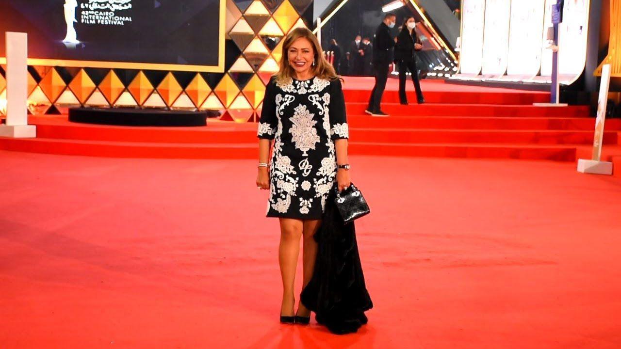ليلى علوي تخطف الأنظار بجمالها وأنوثتها في ثاني أيام مهرجان القاهرة السي Celebrities Academic Dress Fashion