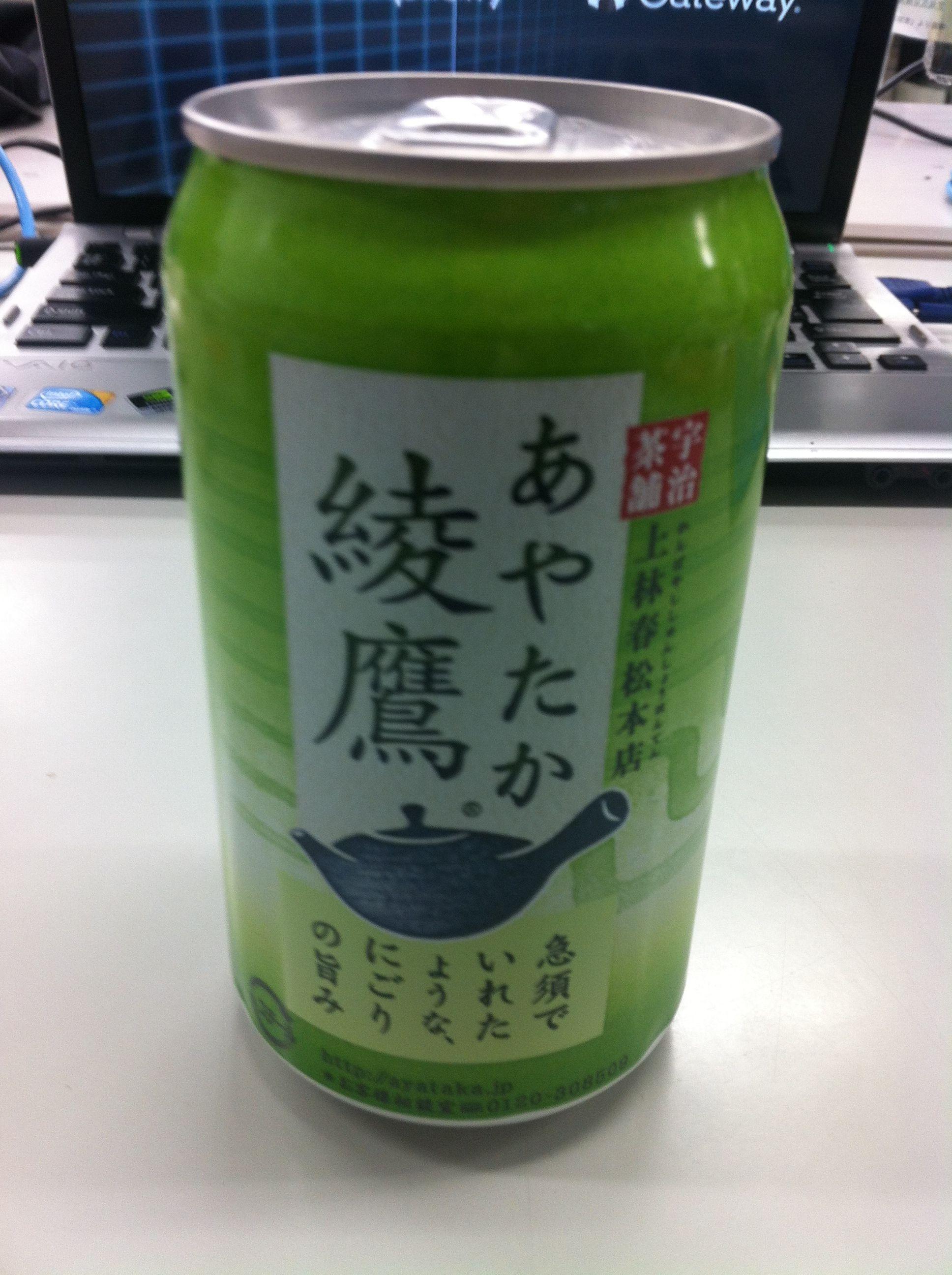 自動販売機でレア物の缶に出会い即買い!しかもホット。てか、缶だと抹茶の濁りわかんないじゃん‼