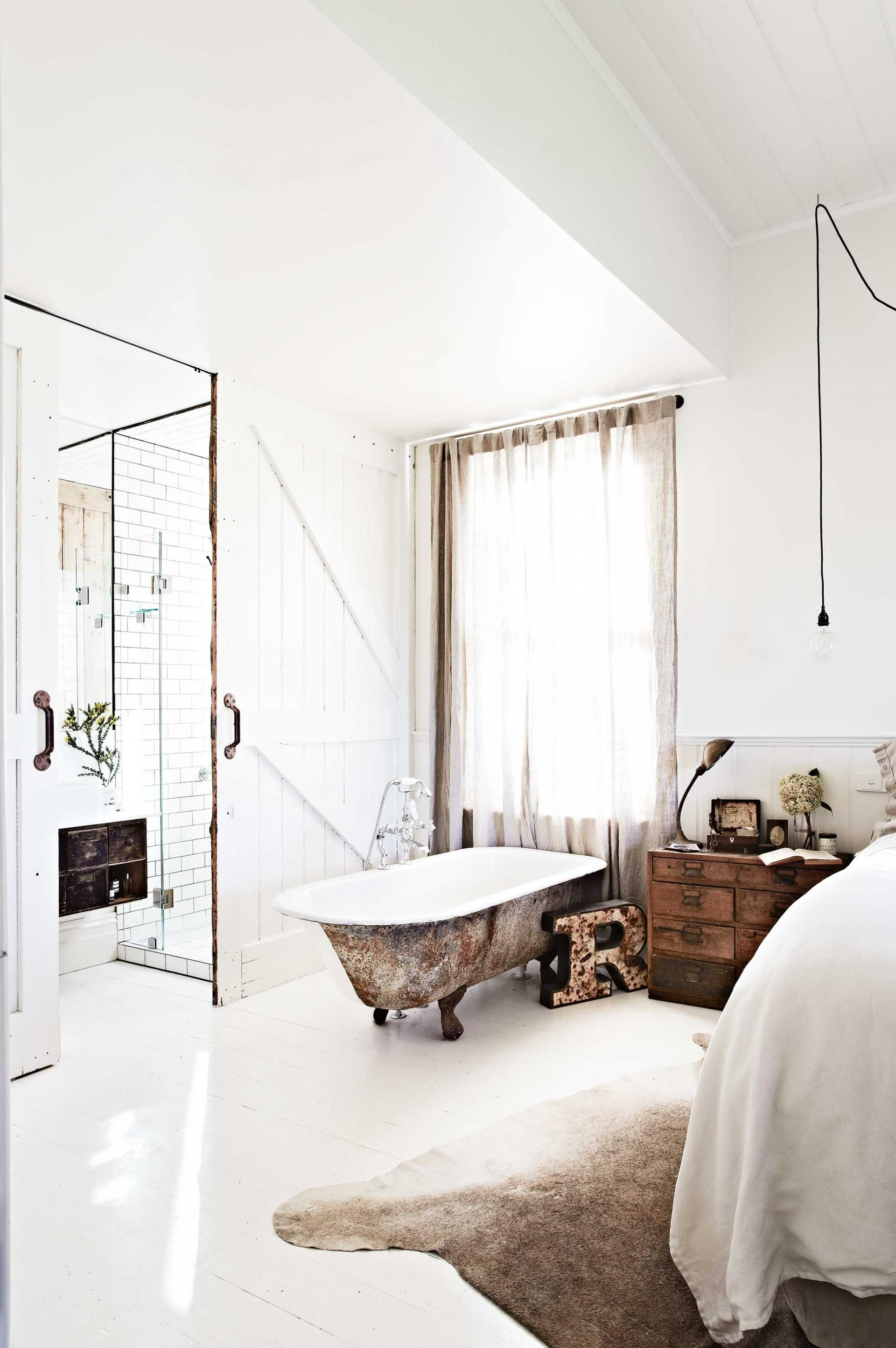 Vintage house interior design  winter holiday escapes vintage house daylesford styling by julia