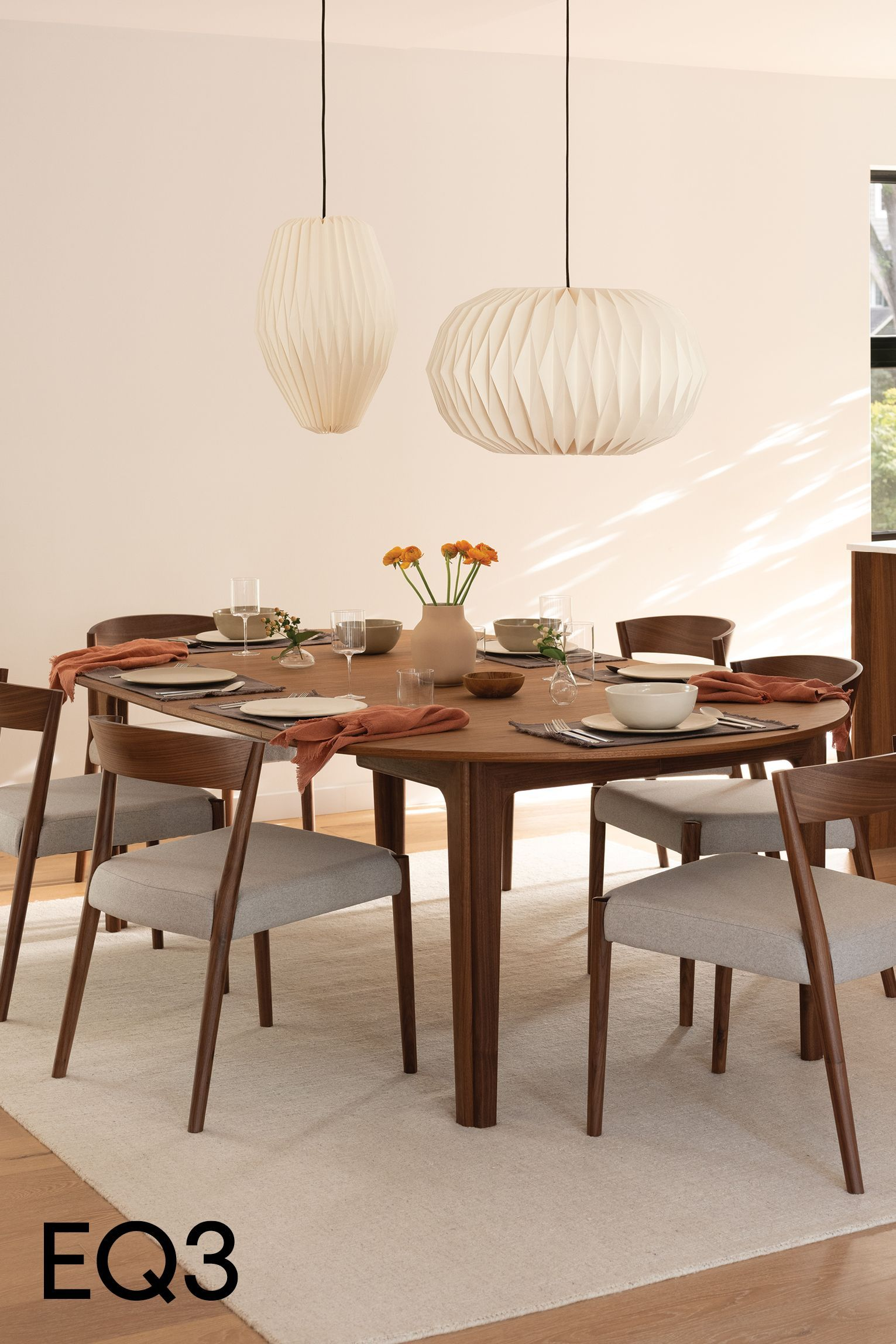 Dining season and hosting dinners with your dearest family and friends is just around the corner. Some of the best, most life-giving moments happen around a table. It is in sharing a meal that hearts are nourished, dreams are brought to life and memories are made. Set the table with this inspiration in mind. #diningroom #diningroomdesign #diningroomdecor #diningroom #diningroomtable #diningroomtablecenterpieceideas #diningroomlighting