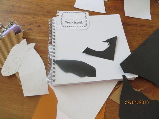 Mit einem Freundebuch bleiben viele Erinnerungen aus der Schul- und Kinderzeit erhalten. Lesen Sie dazu einen kreativen Beitrag, wie Sie ganz einfach mit ein paar Ideen ein wertvolles Stück Erinnerung schaffen können. Mehr unter http://www.fuer-die-kleinen-herzen.de/2015/04/29/endlich-ein-freundebuch-f%C3%BCr-johanna/