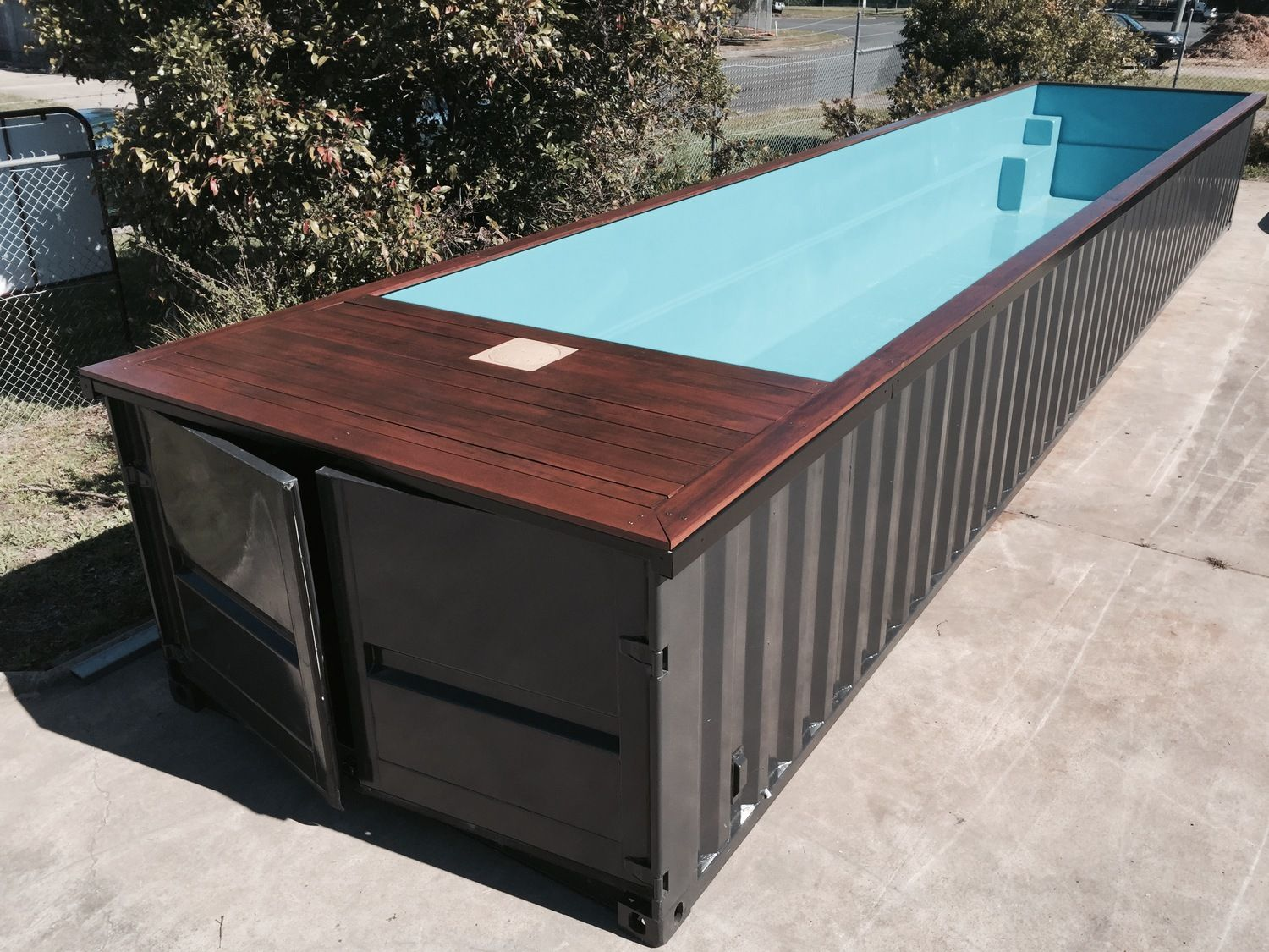 une piscine hors sol en container pour pas payer d 39 impots. Black Bedroom Furniture Sets. Home Design Ideas