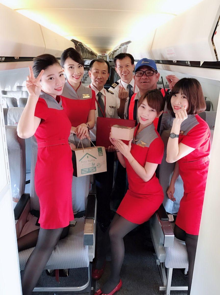 【台湾】ファーイースタン航空 遠東航空 客室乗務員 Far Eastern Air Transport