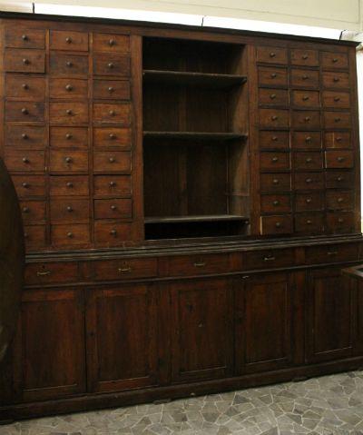 Mobile in legno di pioppo epoca 800 nella bottega for Pezzi di arredamento