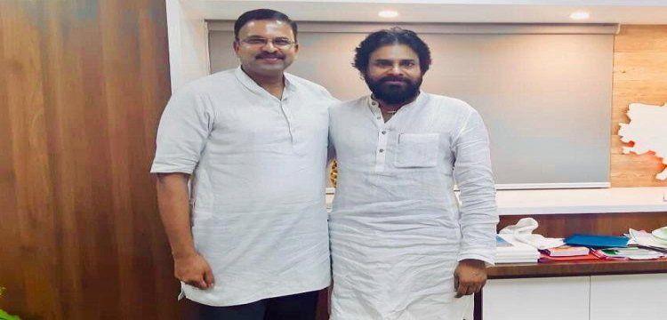 Excbi jt director lakshminarayana joins jana sena