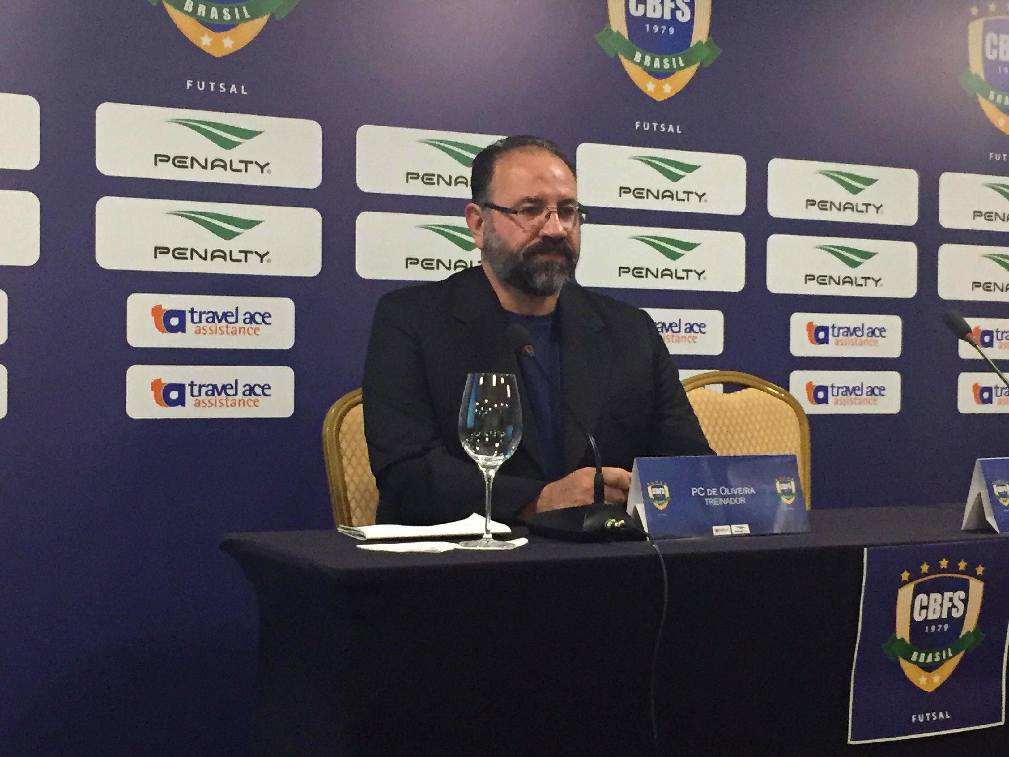 """PC Oliveira assume seleção e diz que futsal foi """"estuprado"""" nos últimos anos #globoesporte"""