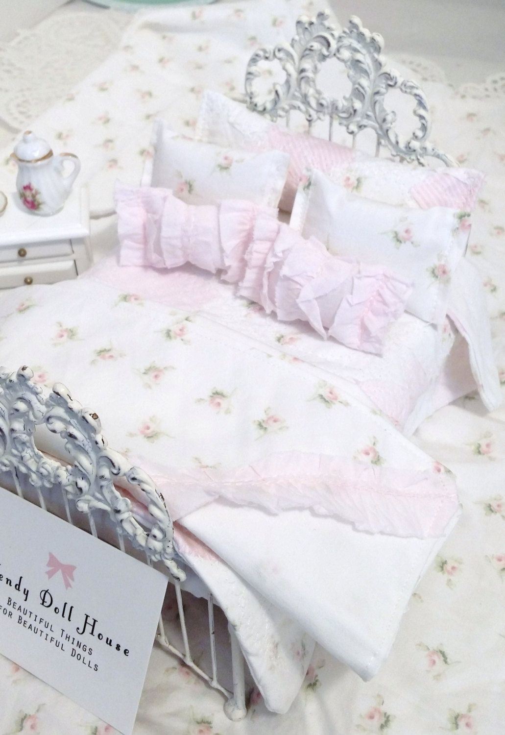 Quilted Pink Shabby Roses 1 12 Scale Dollhouse Bedding White And