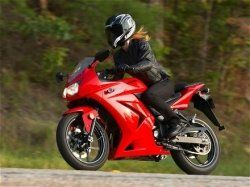 women riders on sport bikes - Thia WILL be me one day!