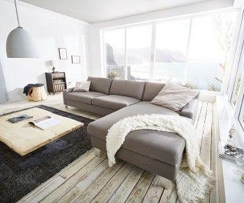 Wohnzimmerteppich Grau ~ Klare linien und weiche polster in elegantem grau. living room