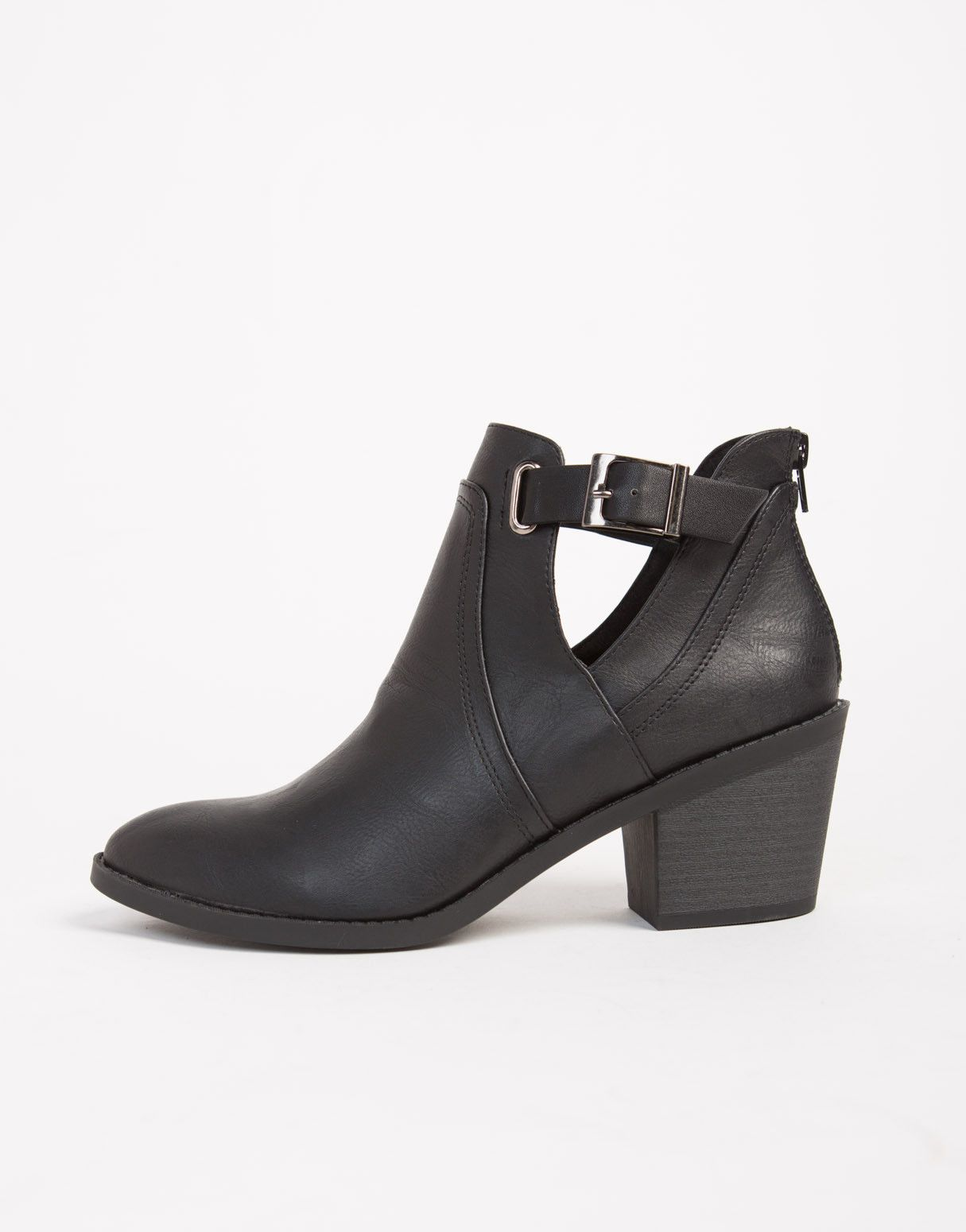 5f92b167c543 Side Slit Buckled Ankle Boots size 6