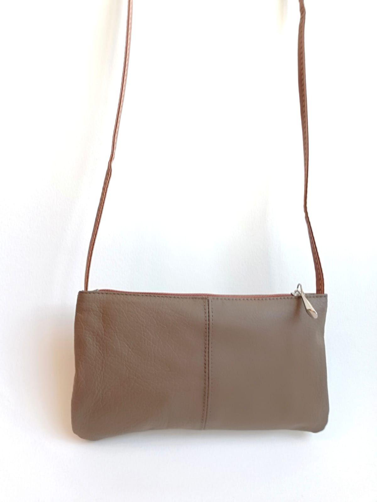 929901d82 Minibolso bandolera piel auténtica tamaño riñonera con correa larga marrón  taupe tendencia complementos