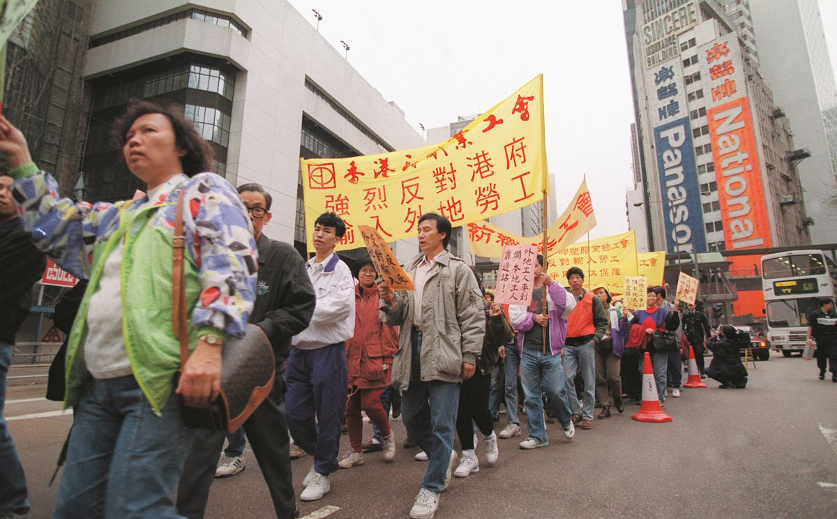 More than 2,000 workers demand laws guaranteeing job