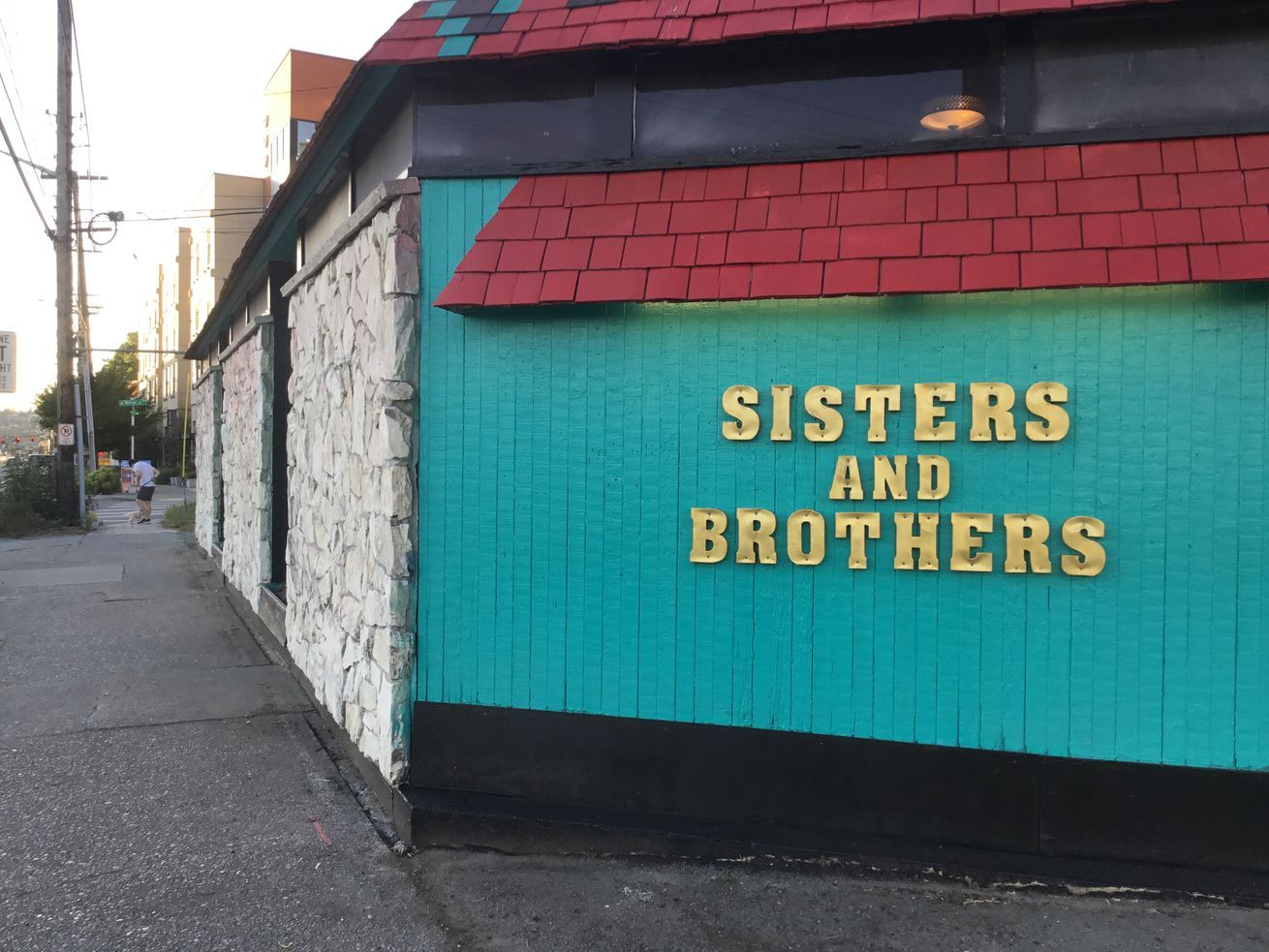 Nashville Hot Chicken Favorite Sisters And Brothers Debuts New Location Next Week In 2020 Nashville Hot Nashville Hot Chicken Nashville