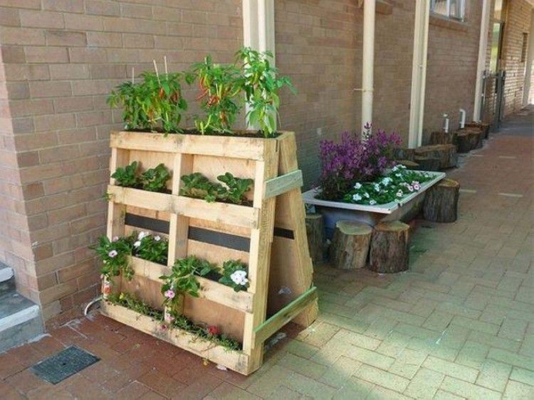 une palette de fleurs pour d corer son jardin 20 id es pour vous inspirer palettes tourets. Black Bedroom Furniture Sets. Home Design Ideas