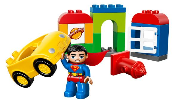 LEGO® DUPLO® - Superman™ Reddingsactie  Jonge kinderen beleven spannende avonturen met Superman™. Stimuleert de ontwikkeling van de bouwvaardigheid met het eenvoudig te bouwen kantoor en de vrolijk gekleurde LEGO® DUPLO® stenen. Inclusief LEGO DUPLO Superman™ figuur.