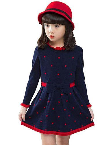 Vestido azul con lunares rojos
