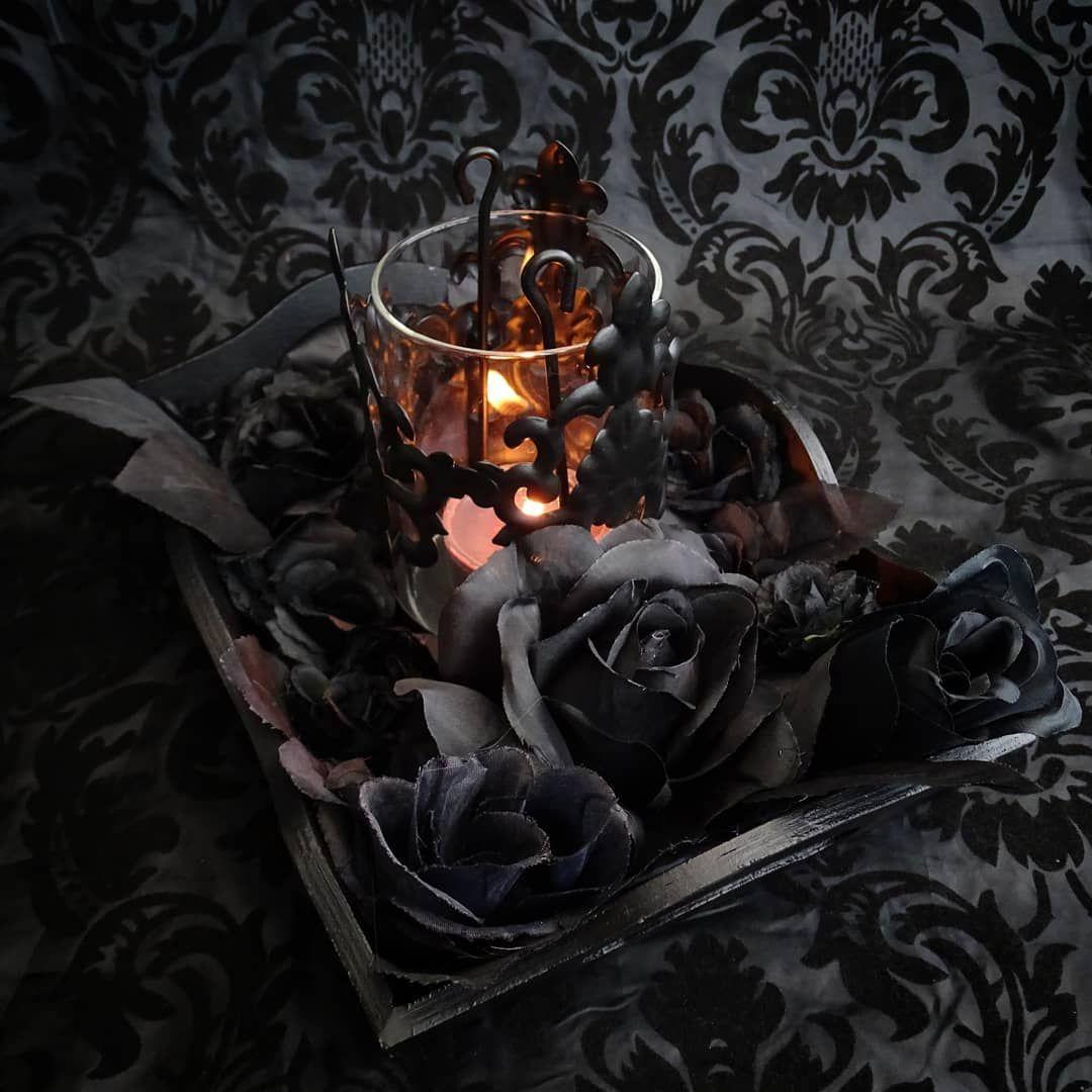 Barock Windllicht Mit Schwarzen Rosen Baroque Candle Glass And Black Roses Schwarzekerze Schwarzekerzen B Gothic Home Decor Gothic Decor Gothic House