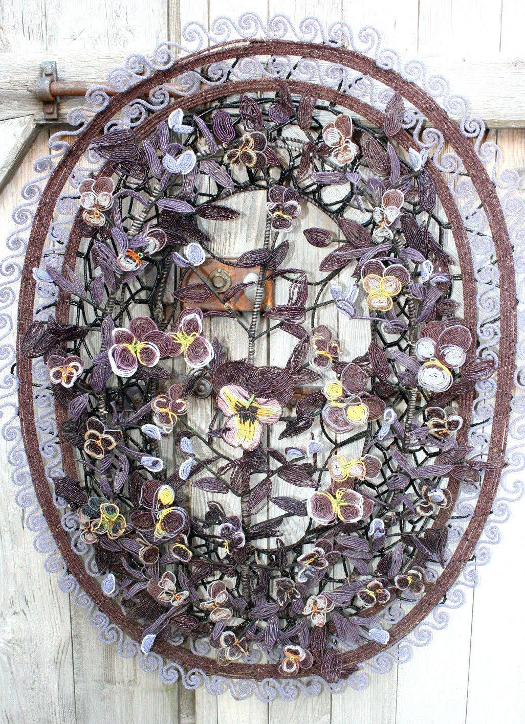 COURONNE mortuaire ancienne, en perles de rocailles ,à décor de pensées -  EUR 200,00. 1 grande couronne mortuaire a… | Couronne mortuaire, Perle,  Perles de rocaille