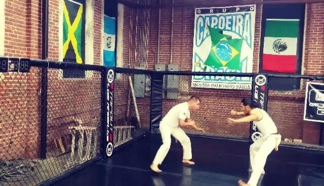 Awesome training with the crew today   #capoeira #capoeirabrasil #capoeirabrasildtla #dtla #downtownla #saracuru #downtownlosangeles #dtlasouthpark #getfit #fitness #fitnessaddict #happeningindtla #brazilianmartialart @preachtheactivist_1 @19saul86 @bambu_morales @pma_2000