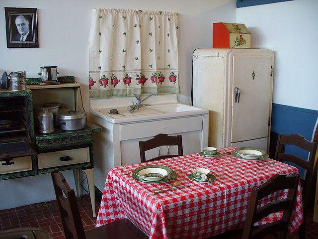 1940 S Kitchen 1940s Home Decor 1940s Kitchen Retro Kitchen
