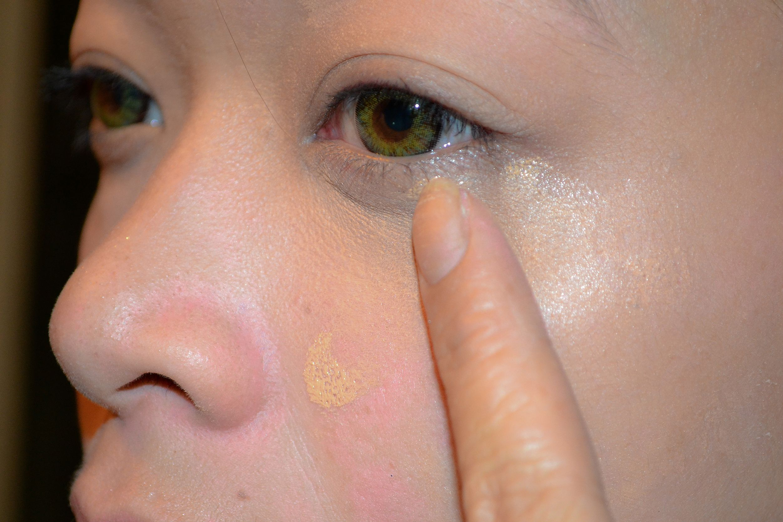 Apply Foundation and Concealer Correctly How to apply
