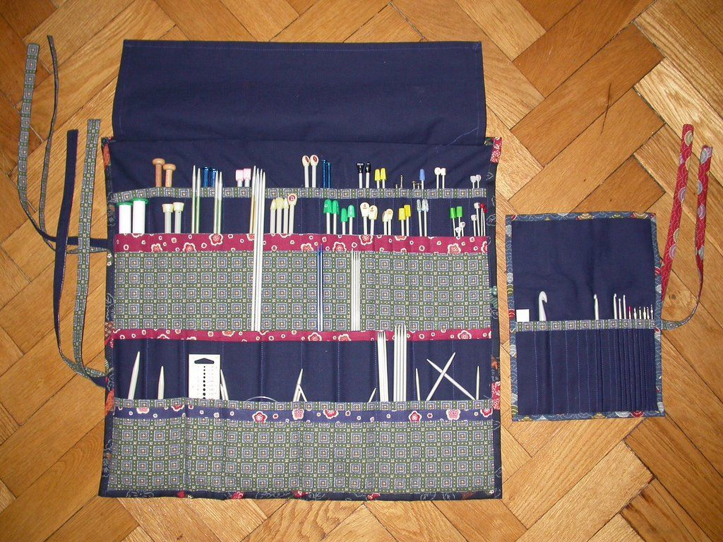 Knitting Needle Roll Pattern : TUTORIAL: Alexandras Needle case. Already DIYd my knitting needle c...