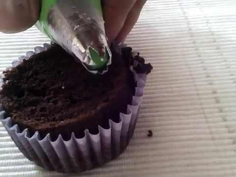 How to decorate a cupcake p2 - YouTube