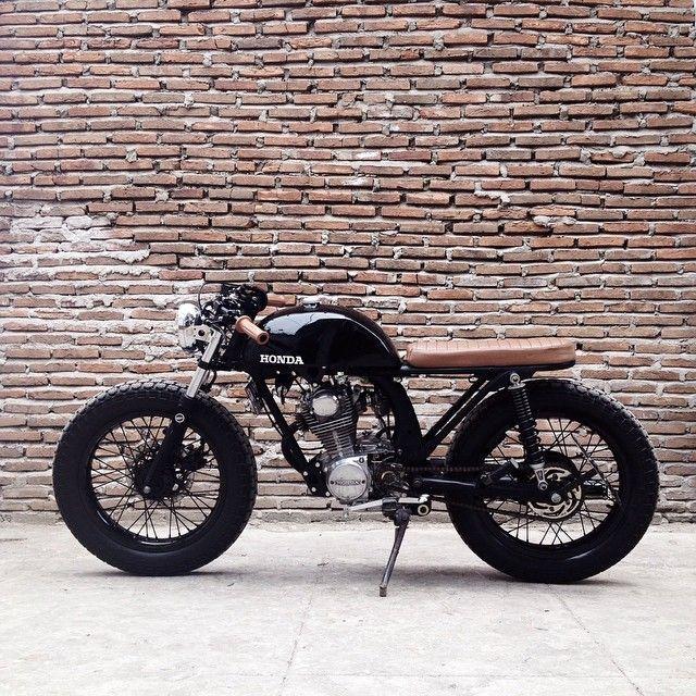 """Honda CB100 caferacer"
