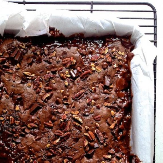 Salted Caramel Turtle Brownies. Dense and fudgey salty and sweet and full of chocolate caramel and pecans -- these salted caramel turtle brownies are sure to impress #sweets #desserts #recipes #turtlebrownies