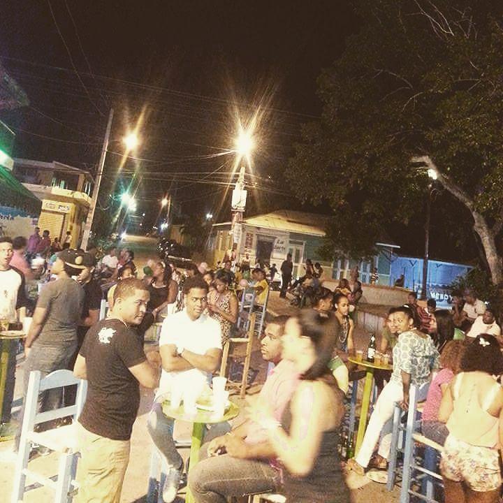 > #Jaraguenses en faena compartiendo unas frías donde Chechela