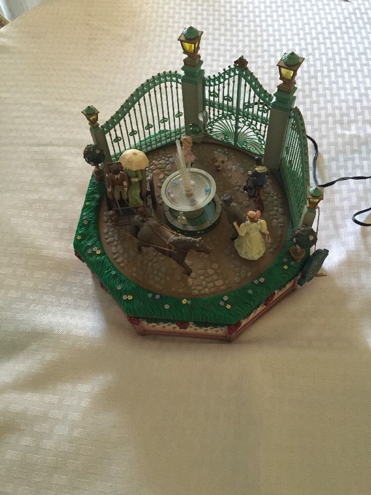 Enesco VICTORIAN PARK SCENE Lights Motion Music Box Working Free Ship