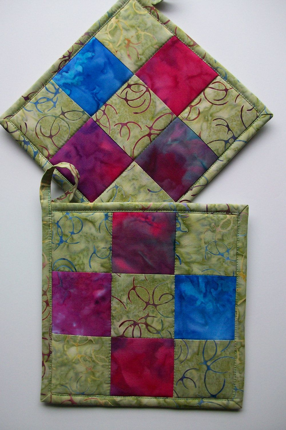 Pot holders, love the fabric they used Sewing