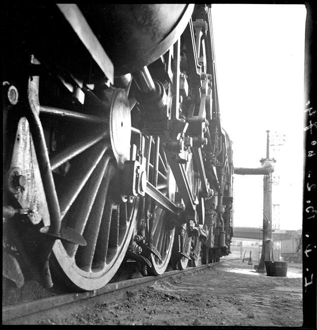 Gros plan de locomotive, 1932, François Kollar Charenton-le-Pont, Médiathèque de l'Architecture et du Patrimoine