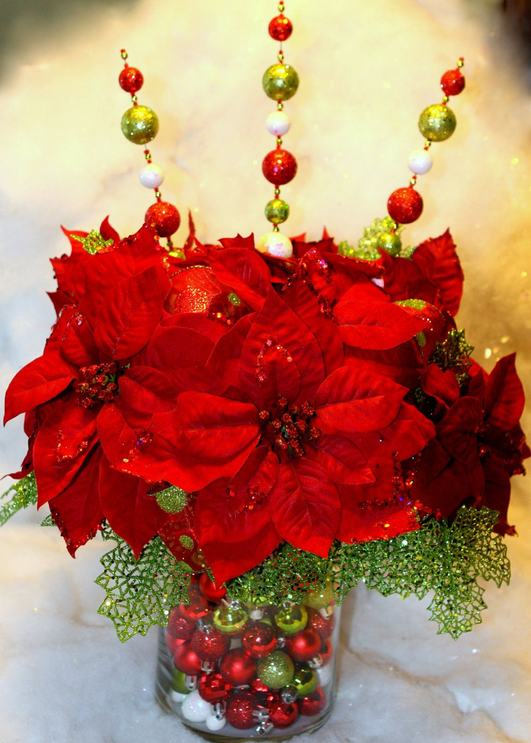 Red And Green Christmas Centerpiece Christmas Floral Arrangements Holiday Centerpieces Christmas Flower Arrangements