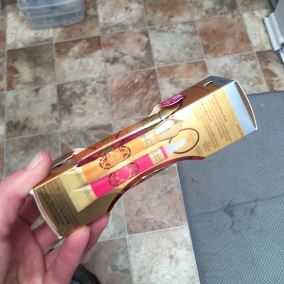 Physician's Formula Bonus Brand new. Includes. 2 Ultra-nourishing Argan Lip Oils and Ultra-nourishing Kohl Kajal Eyeliner (black) Physicians Formula Makeup