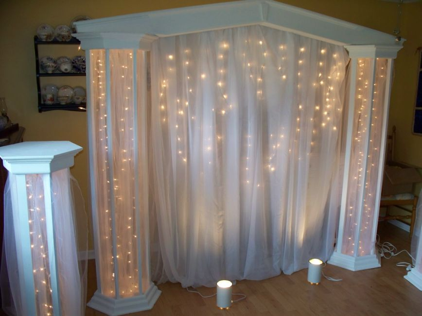 lighted columns with panel tulle