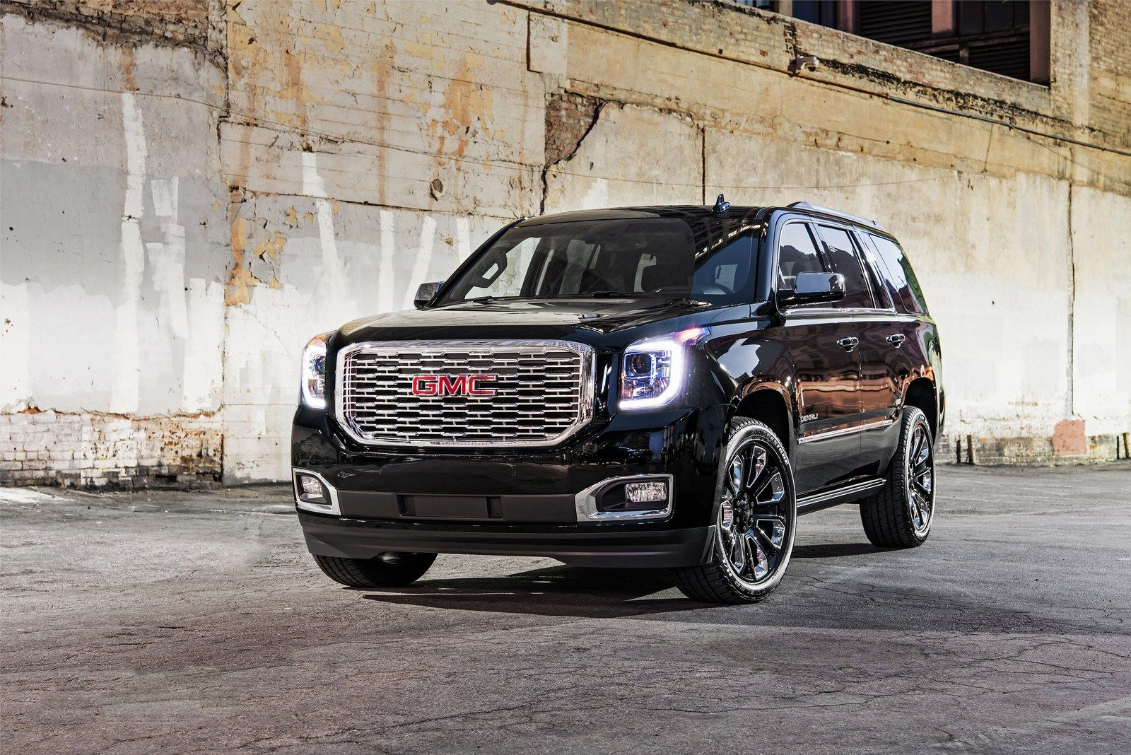 2018 Gmc Yukon Denali Ultimate Black Edition Brings The Bling To La In 2020 Gmc Yukon Denali Gmc Denali Gmc Yukon