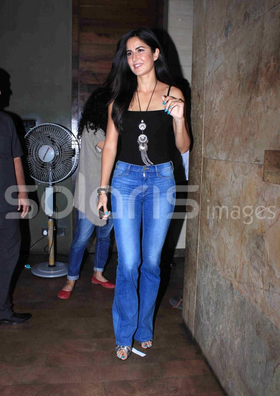 Katrina Kaif Looks Superb in Jeans & Top at special ...