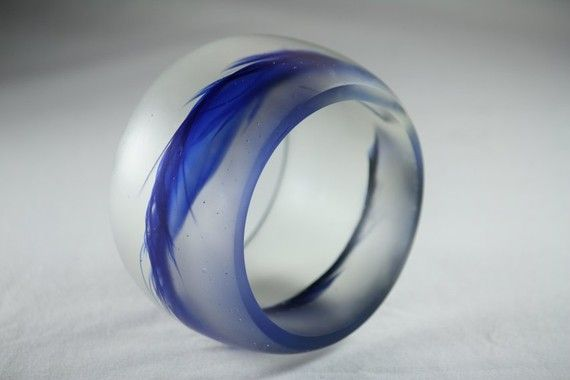 Epoxy resin bangle with blue feather.Made by Melbourne based artist, Beadevolution. $48.22 AUD