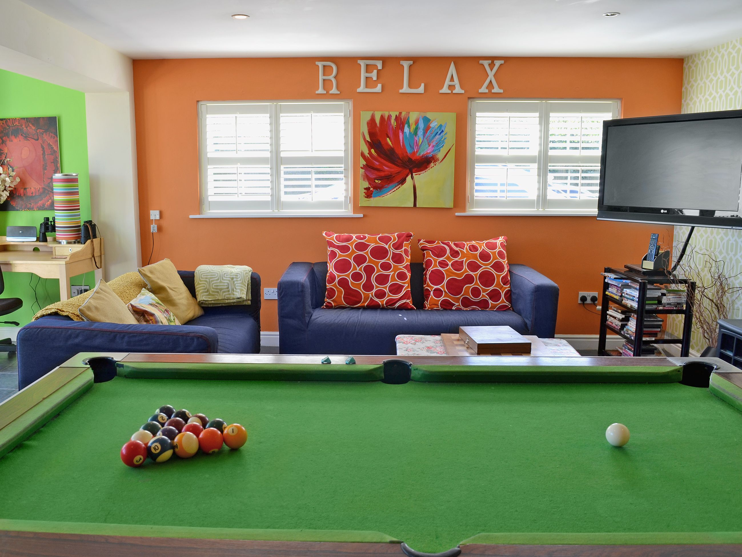 Youu0027ll Be Entertained For Hours In This Games Room With A Pool Table And