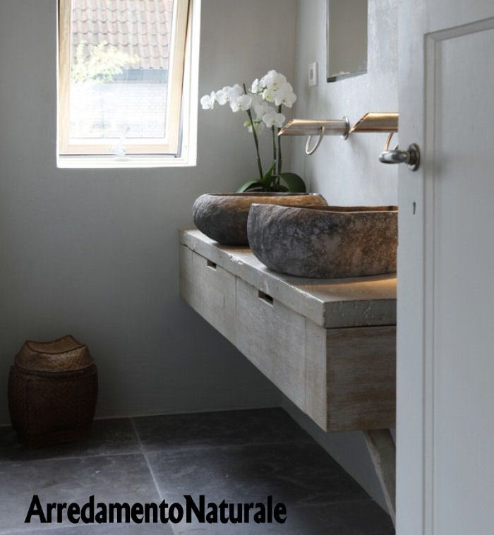 Mobile bagno rustico in legno vecchio con lavabi in pietra - Bagno rustico moderno ...