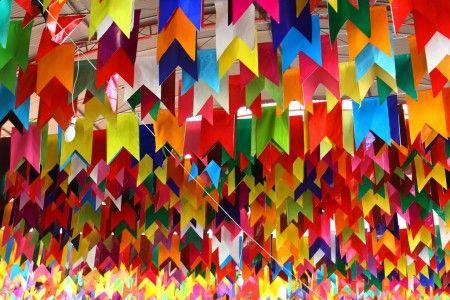 Fácil e barato: aprenda a fazer bandeirinhas de festa junina ...