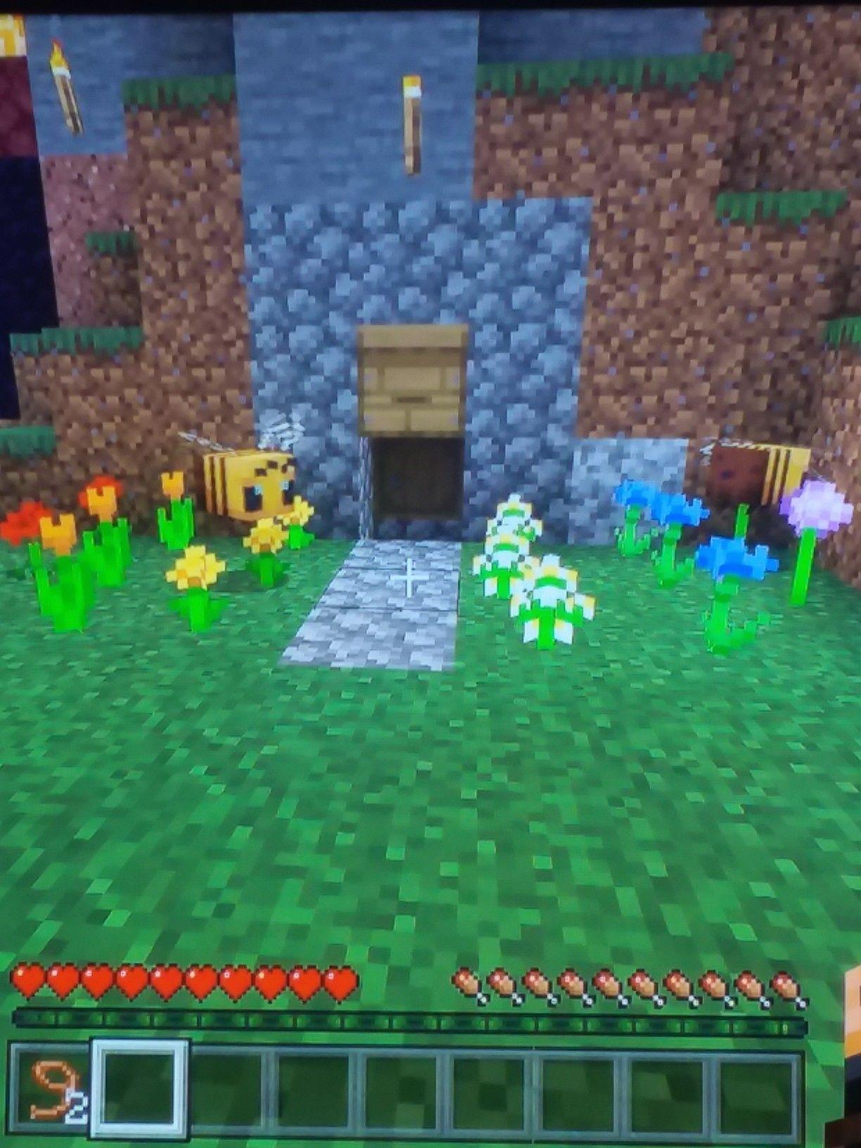 Pin by Ranger Redrage on Minecraft | Bee farm, Minecraft, Bee