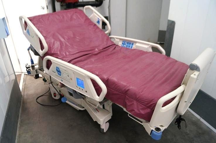 Auto Patient Turning Air Mattress System Hospital Bed P1900 Totalcare Sport Hospital Bed Medical Furniture Bed