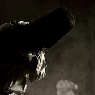 """Olmadı diye sızlanmıyorum, diyorum ki; """"Hayırlı olsaydı zaten Allah verirdi""""...  Üzülmüyorum gitti diye, diyorum ki; """"Allah sevdiği kullarına sıkıntı verir"""".  Ama hala ağlıyorum, Ve biliyorum ki; """"Hüzündür kalbi taze tutan""""...  Ve şimdi sadece gidene kalan yüreğime dua ediyorum; """"Allah'ım kalbime hüzün düştü, İstikamet ver. .""""  Ah Binel Aşk"""