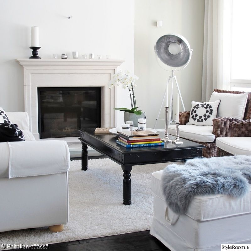 olohuone,sohvapöytä,takka,valkoinen sisustus,talja