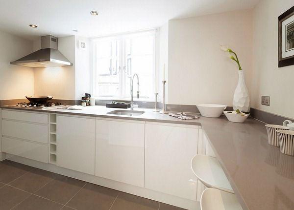 cuisine blanc avec un sol beige cuisine pinterest cuisine blanche cuisines et maison blanche. Black Bedroom Furniture Sets. Home Design Ideas